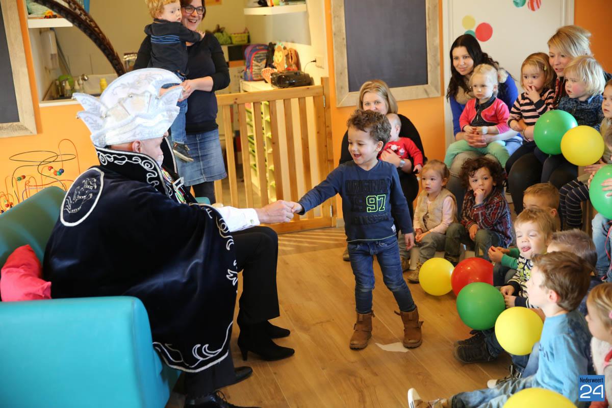 Prins Maurice en Prinses Chantal lezen voor Hummelhoeve-13