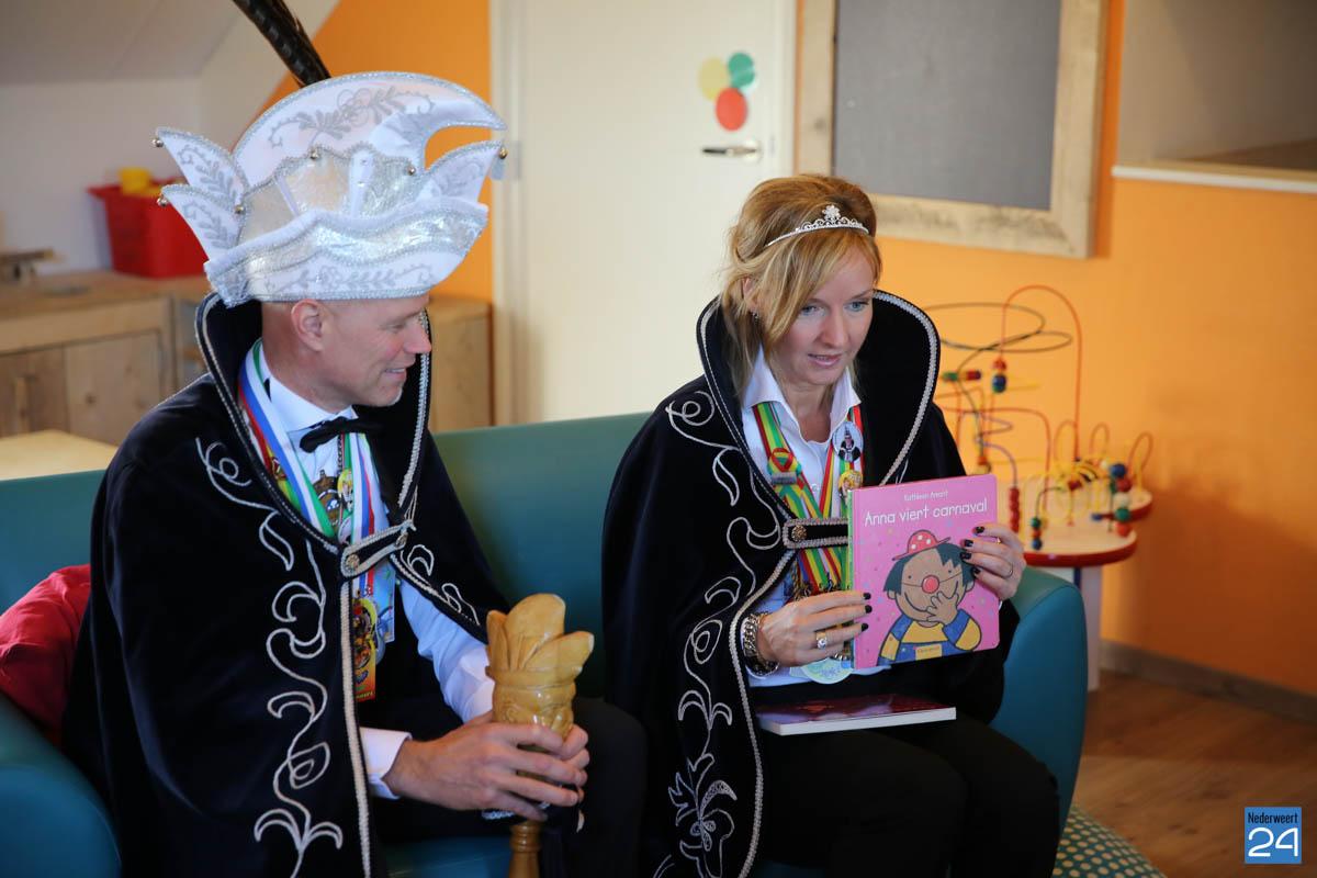 Prins Maurice en Prinses Chantal lezen voor Hummelhoeve-15
