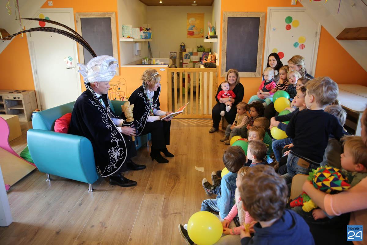 Prins Maurice en Prinses Chantal lezen voor Hummelhoeve-16