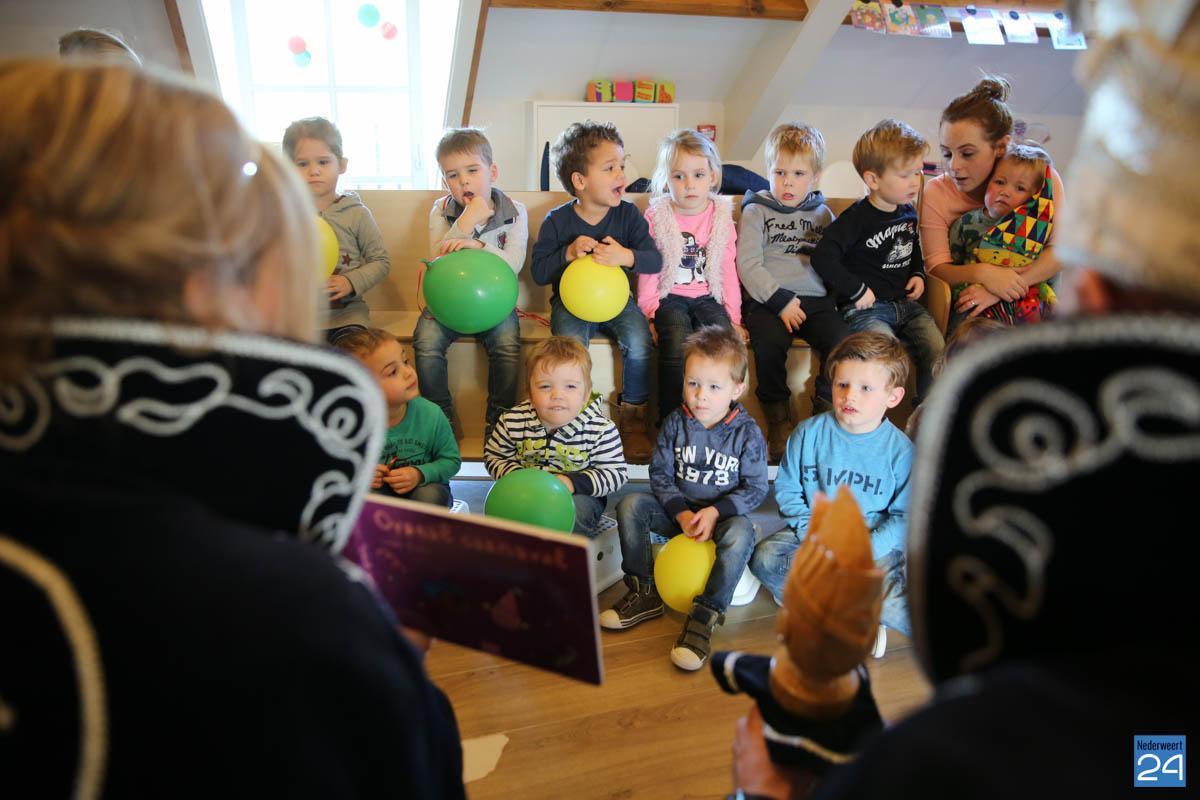 Prins Maurice en Prinses Chantal lezen voor Hummelhoeve-19