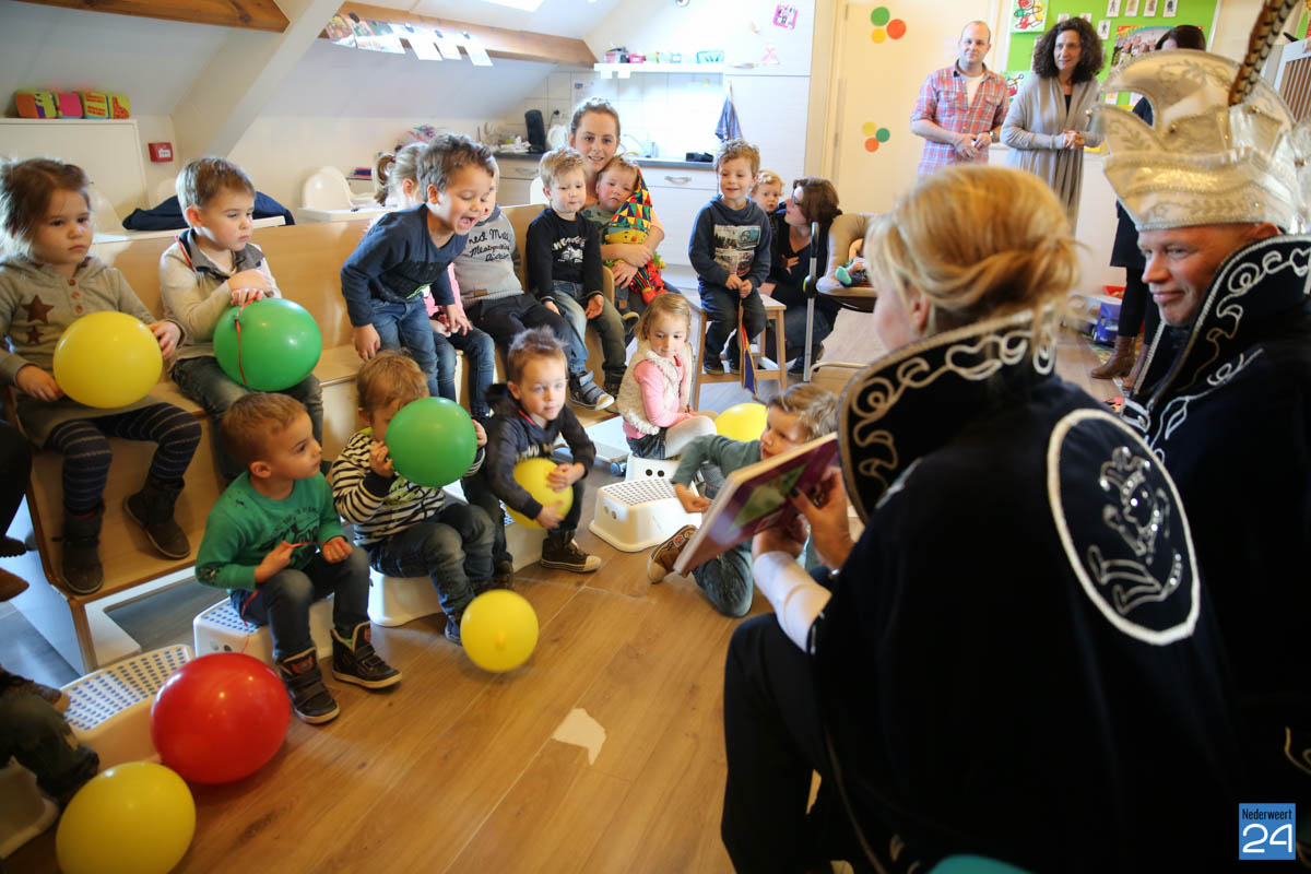Prins Maurice en Prinses Chantal lezen voor Hummelhoeve-20