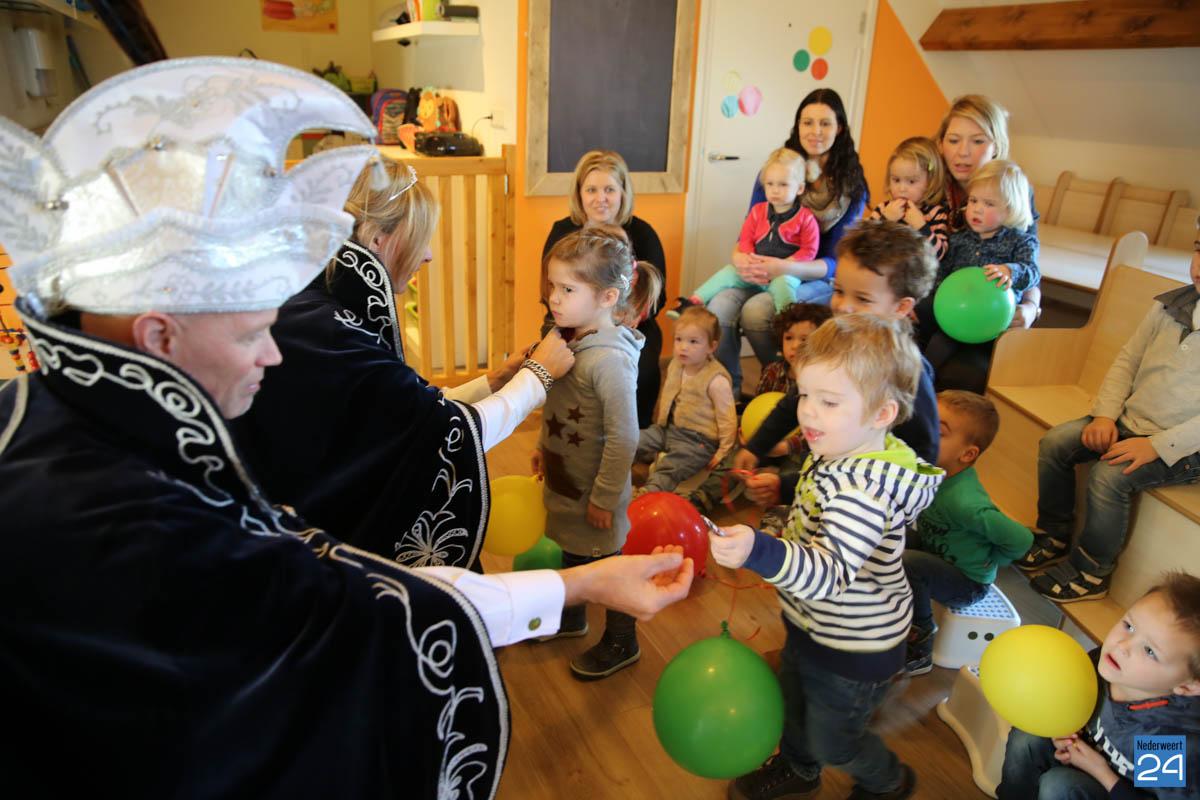 Prins Maurice en Prinses Chantal lezen voor Hummelhoeve-23