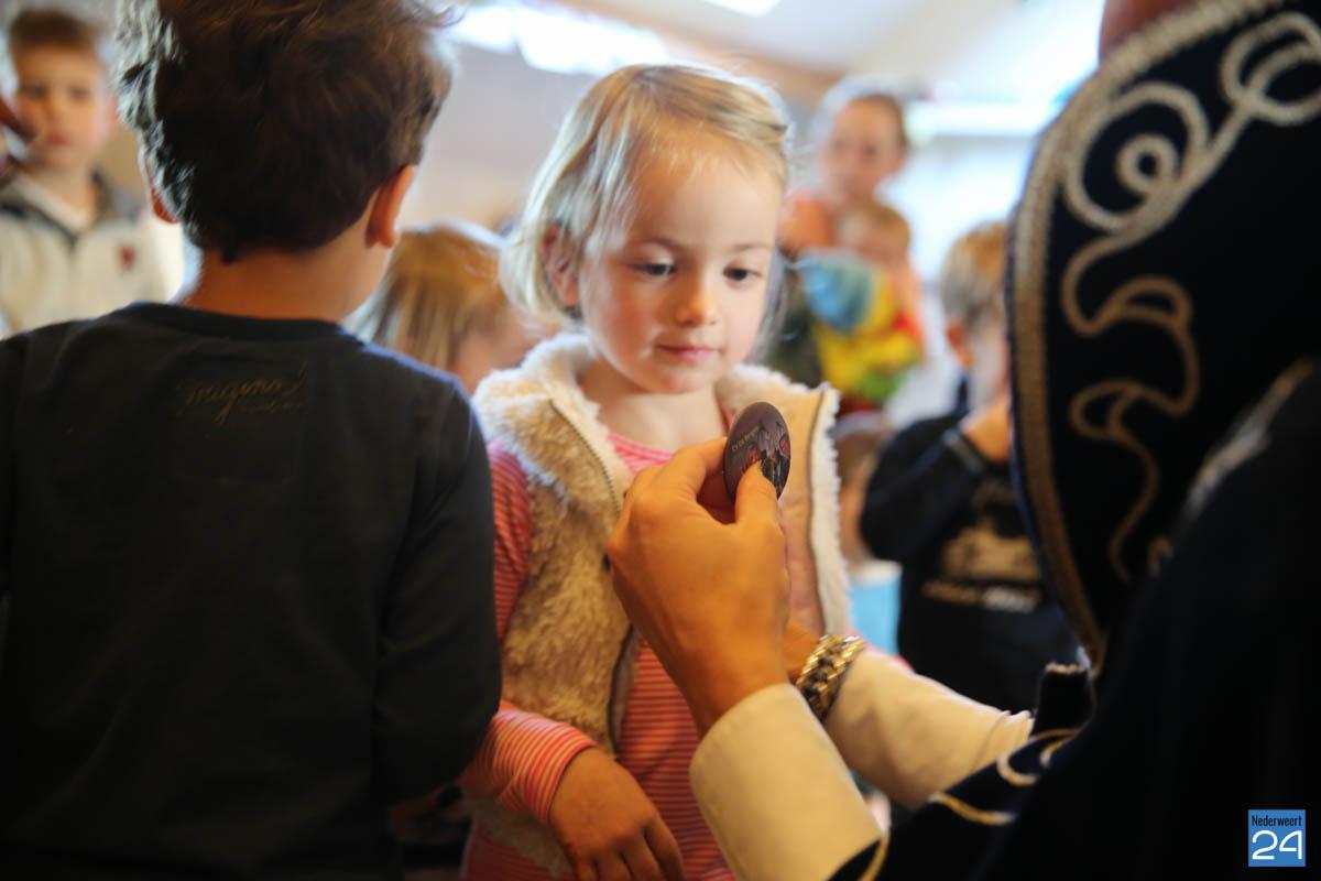 Prins Maurice en Prinses Chantal lezen voor Hummelhoeve-25