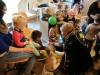 Prins Maurice en Prinses Chantal lezen voor Hummelhoeve-28